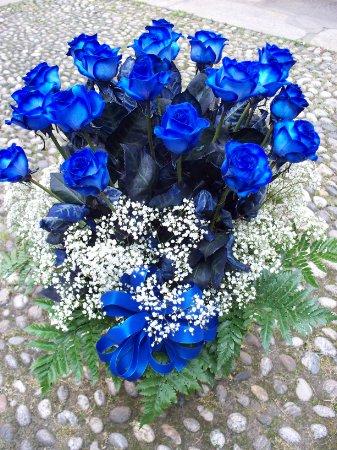 Mazzo Di Fiori Blu.Mazzo Di Rose Blu A Gambo Lungo Fioreria Del Corso Fiori