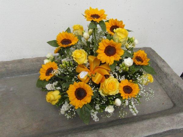 Composizioni Con Girasoli Matrimonio : Composizione di fiori con girasoli fioreria del corso
